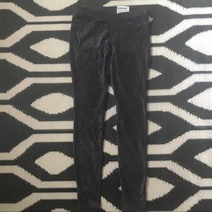 Hue Grey/Black Cheetah Print Corduroy Leggings Sm.